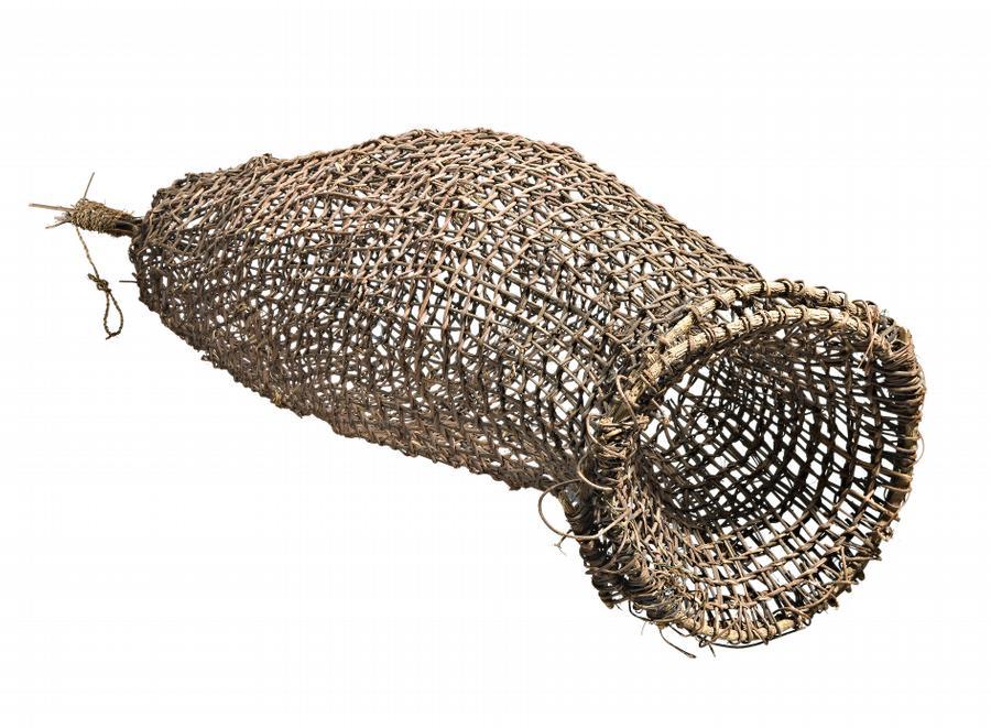Kulunba anchor artists australian art auction records for Fish trap net